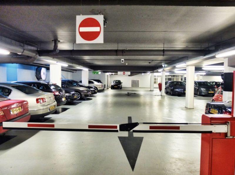 <strong>Nederland, Maastricht.</strong><br><p>Parkeergarage onder hotel</p>