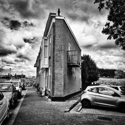 <strong>Nederland, Maassluis</strong><br><p>smal huis, haven, oude spoorweg</p>
