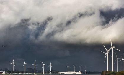 <strong>Rotterdam, Maasvlakte,Landtong, windmolens en waterkering</strong>