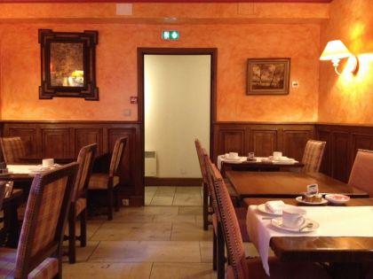 <strong>Frankrijk, , Tournus,</strong><br><p>Hotel de Greuze, Ontbijtkamer, Interieur jaren 1950. </p><br><p></p>