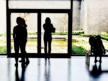 <strong>Nederland, Otterloo, Kröller-Müller Museum</strong><br><p>binnentuin</p>